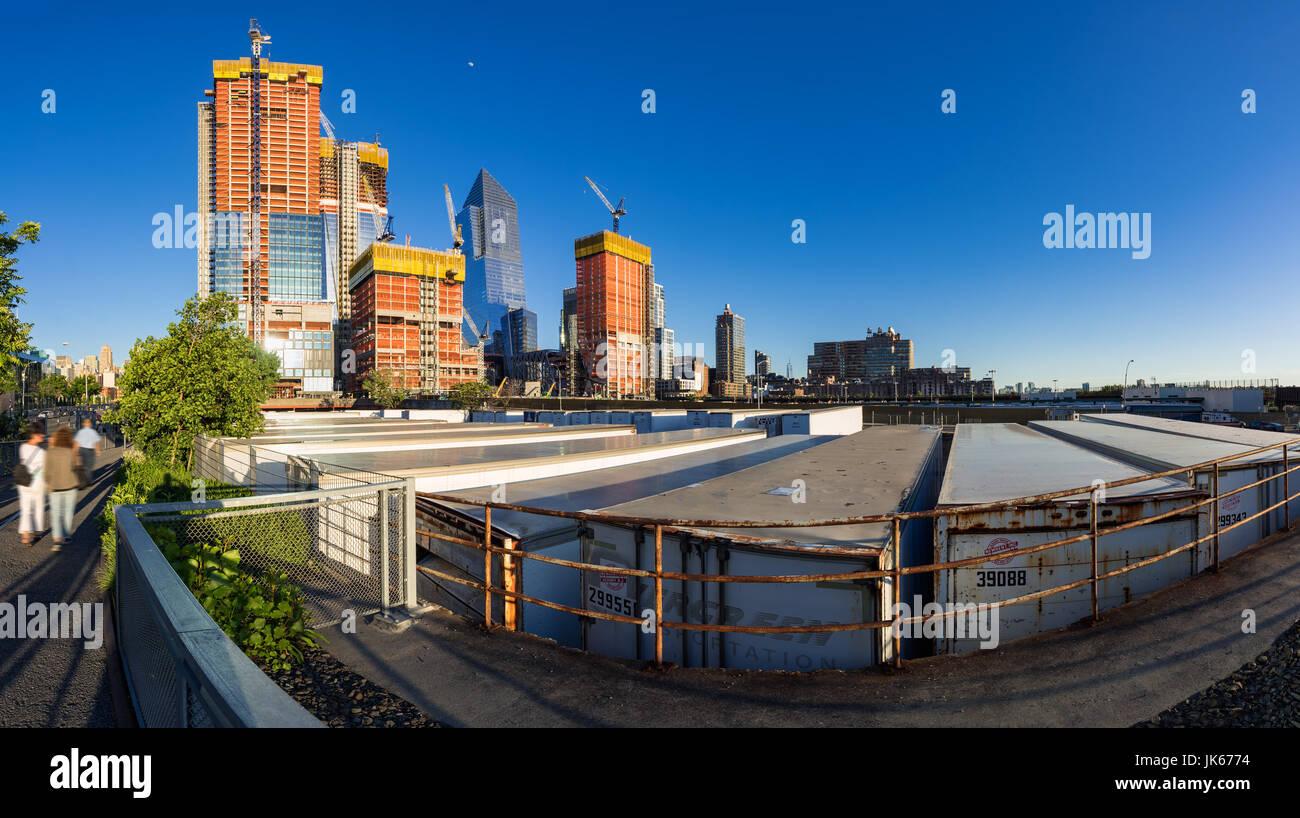 Die Baustelle Hudson Yards (2017) betrachtet aus der High Line. Midtown Manhattan, New York City Stockbild