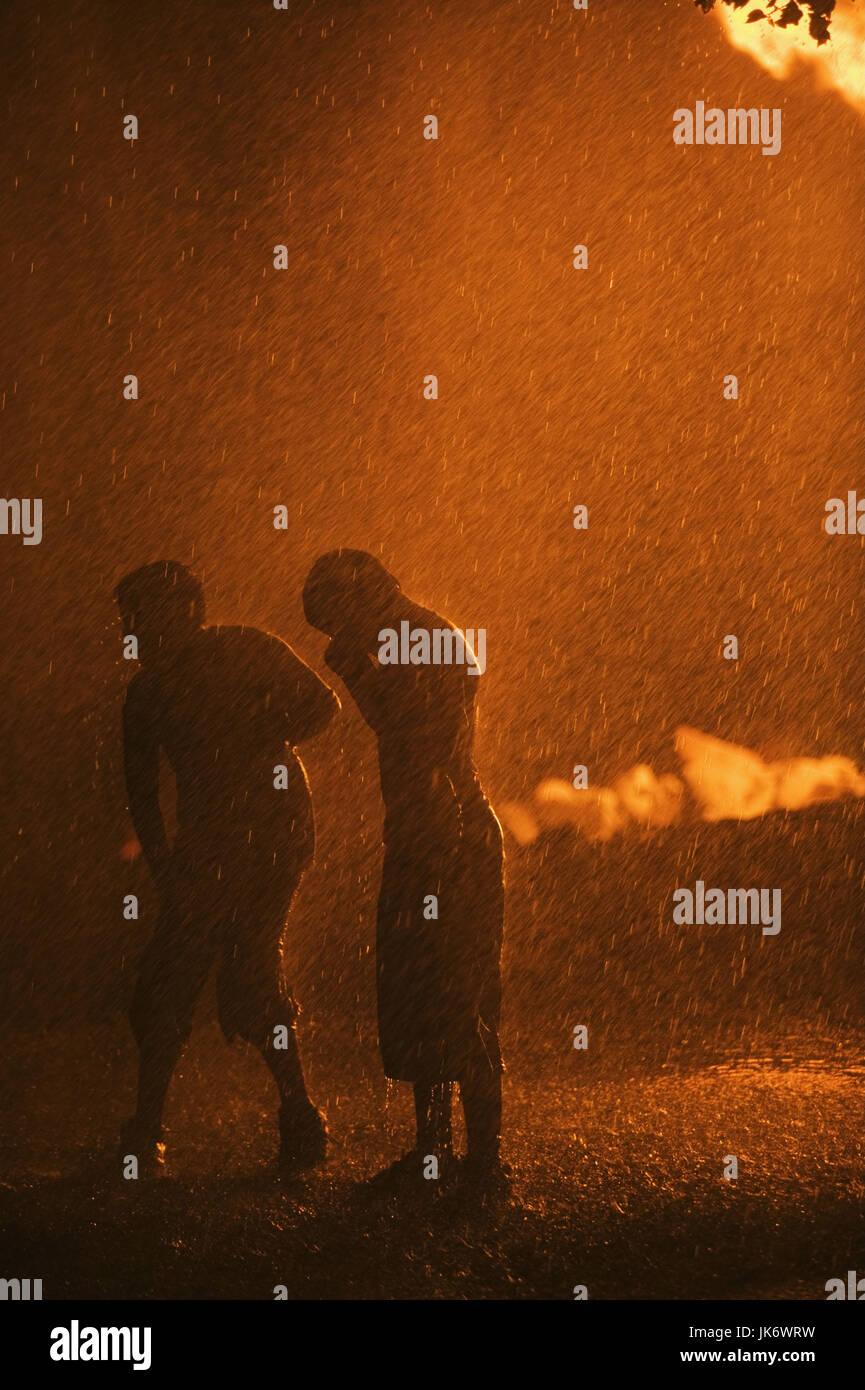 Silhouette, Paar, Regen, Discursive, Nacht, Lichteffekt Mau_Set, Fußgänger, Stehen, Wetter, Witterung, Stockbild