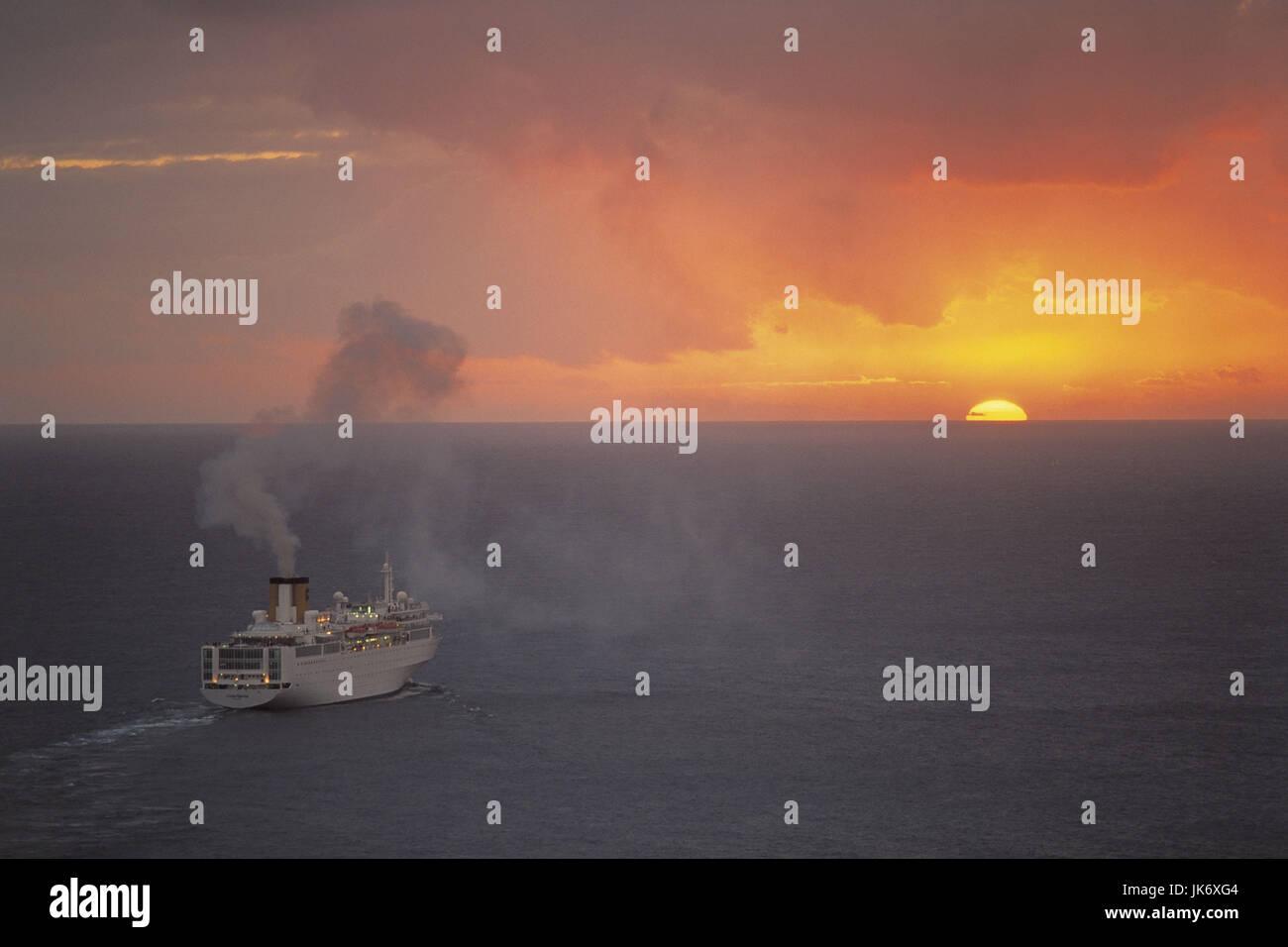 Karibik, Niederländische Antillen, Sint Maarten, Philipsburg, Karibisches Meer, Kreuzfahrtschiff, Raummotive Stockbild