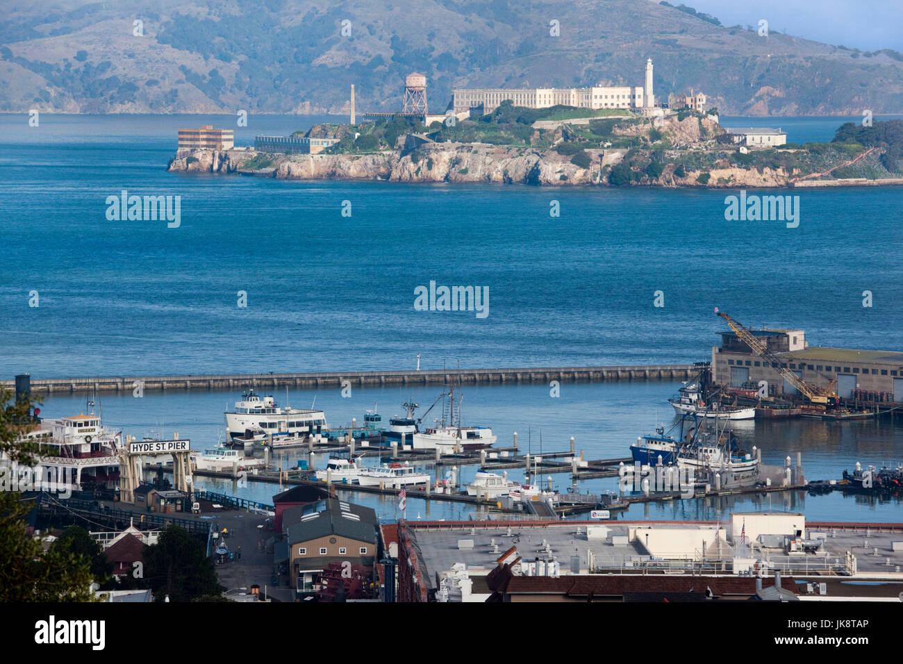 USA, California, San Francisco, Embarcadero, erhöhten Blick auf Alcatraz Island von der Hyde Street Stockbild