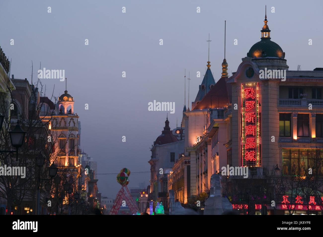 China, Heilongjiang, Harbin, Daolingqu-Viertel, Fachzeitung, Zhongyang Dajie, Abend, Stockfoto