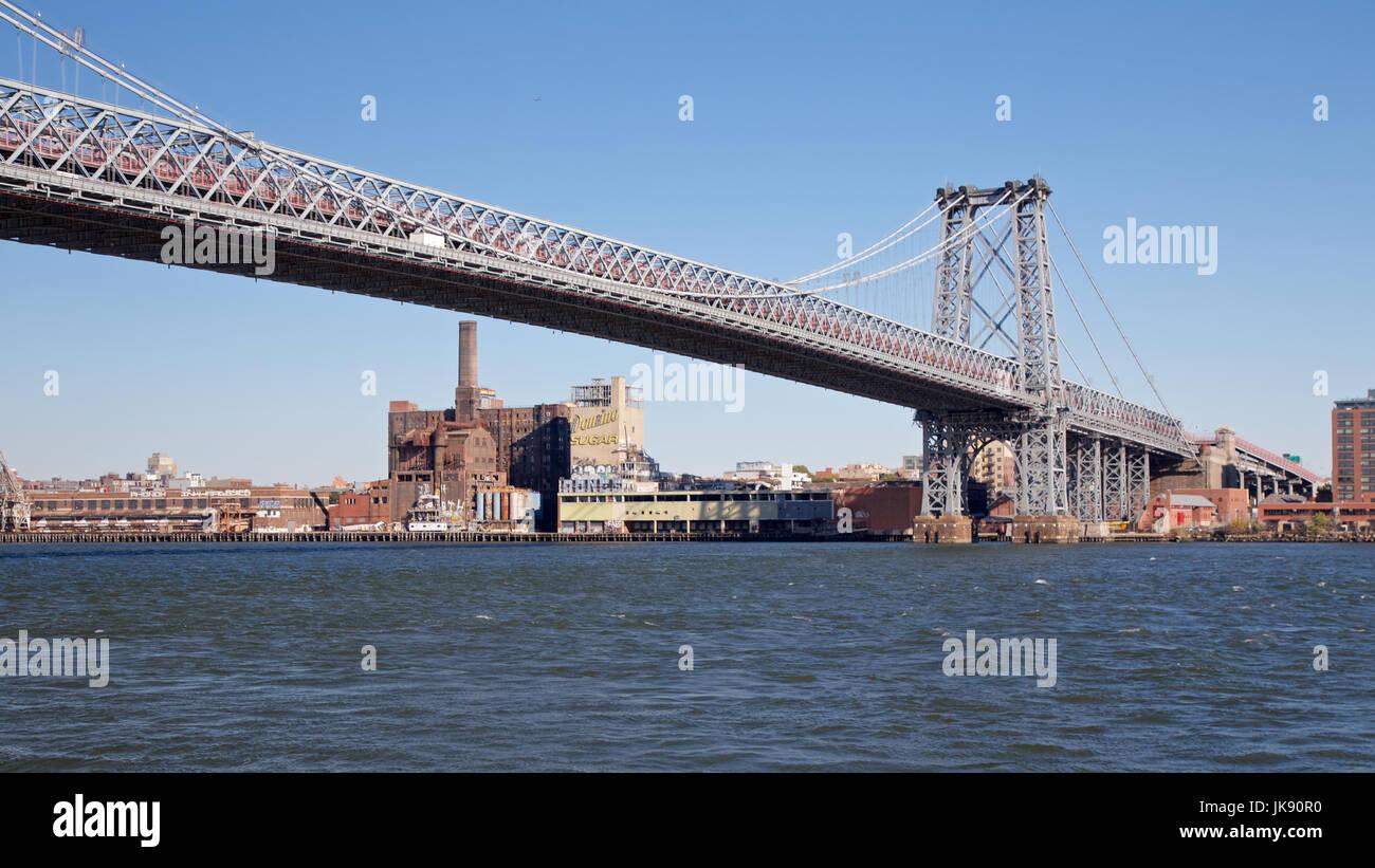 Unter die Williamsburg Bridge in Manhattan, New York, NY, USA im Jahr 2013. Stockfoto