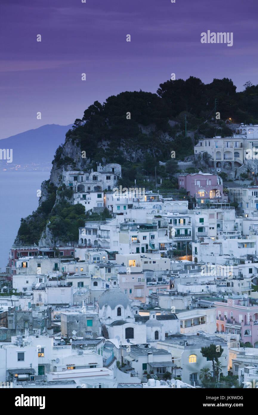 Italien, Kampanien, Insel Capri, Capri-Stadt, Stadtansicht, Lichter, Abend, Süditalien, Reiseziel, Häuser, Stockbild