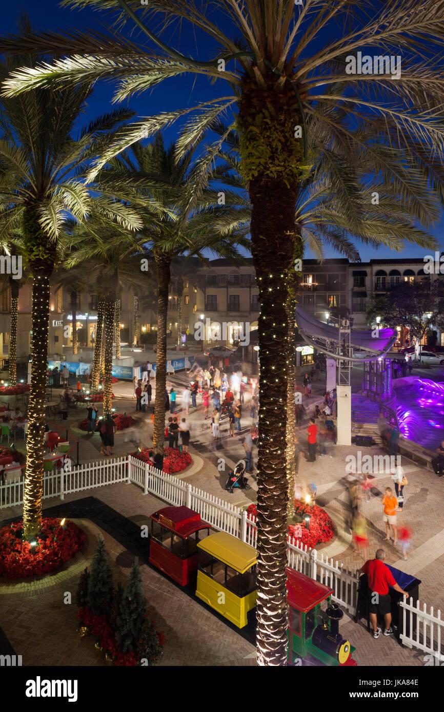 Shopping Christmas Beach Stockfotos & Shopping Christmas Beach ...