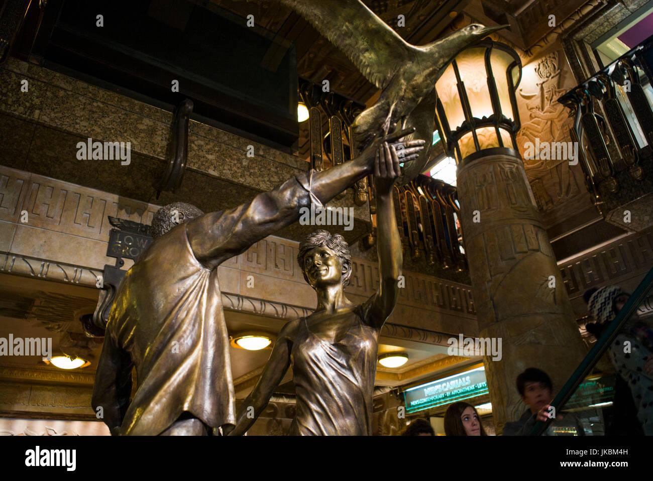 England, London, Kinghtsbridge, Harrods Kaufhaus, Dodi Fayed und Prinzessin Diana-Denkmal Stockbild