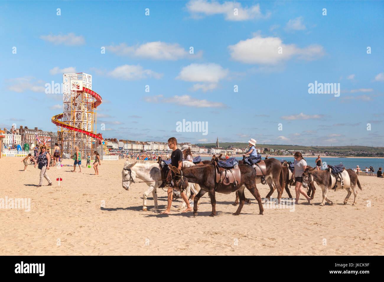 2. Juli 2017: Weymouth, Dorset, England, UK - Eselreiten am Strand von Weymouth, Dorset, England, UK. Stockbild