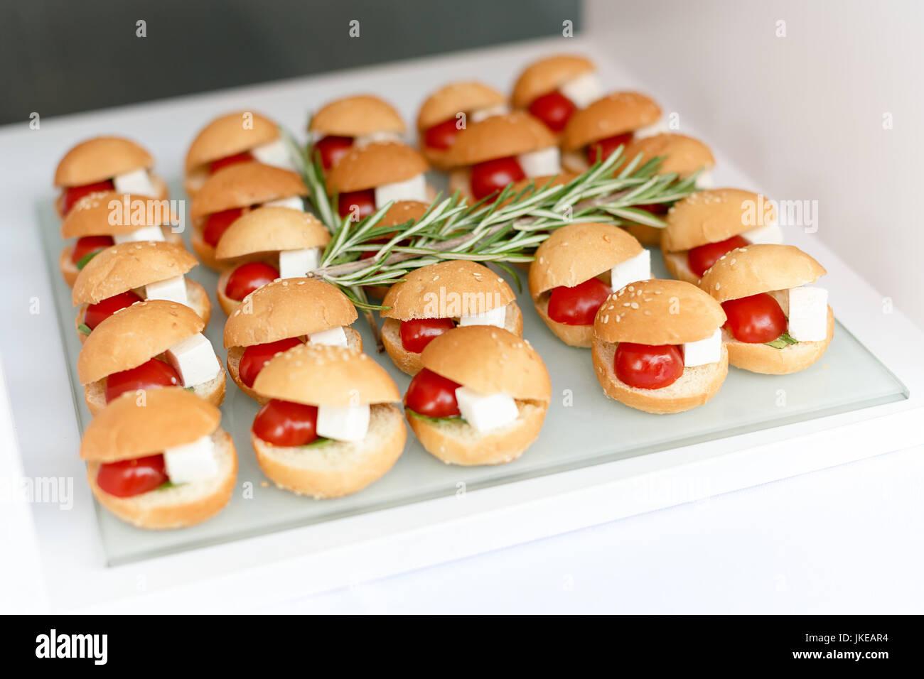 mini hamburger fingerfood mini burger party essen schieberegler stockfoto bild 149677224. Black Bedroom Furniture Sets. Home Design Ideas