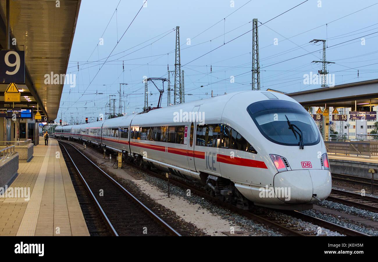München, Deutschland - 27. August 2014: Elektrischer Hochgeschwindigkeitszug ICE T der Deutschen Bahn Linien Unternehmen Stockfoto