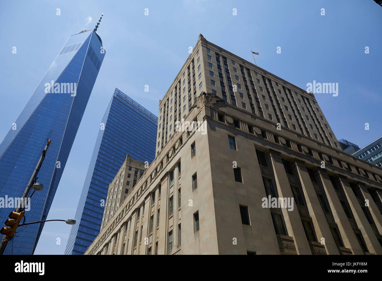 New York City, Manhattan, United States Postal Service Gebäude Downtown New York und One World Trade Center Stockbild