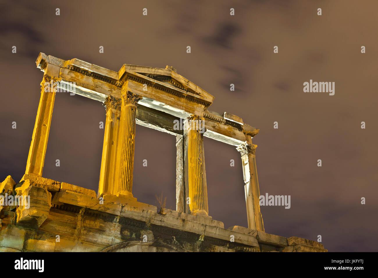 Der obere Teil des Bogens des Hadrian, im historischen Zentrum von Athen. Stockbild