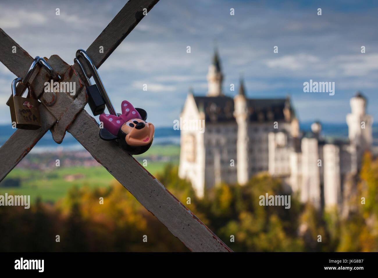 Deutschland, Bayern, Hohenschwangau, Schloss Neuschwanstein Castle, Marienbruecke Bridge Blick, am späten Nachmittag, Stockbild