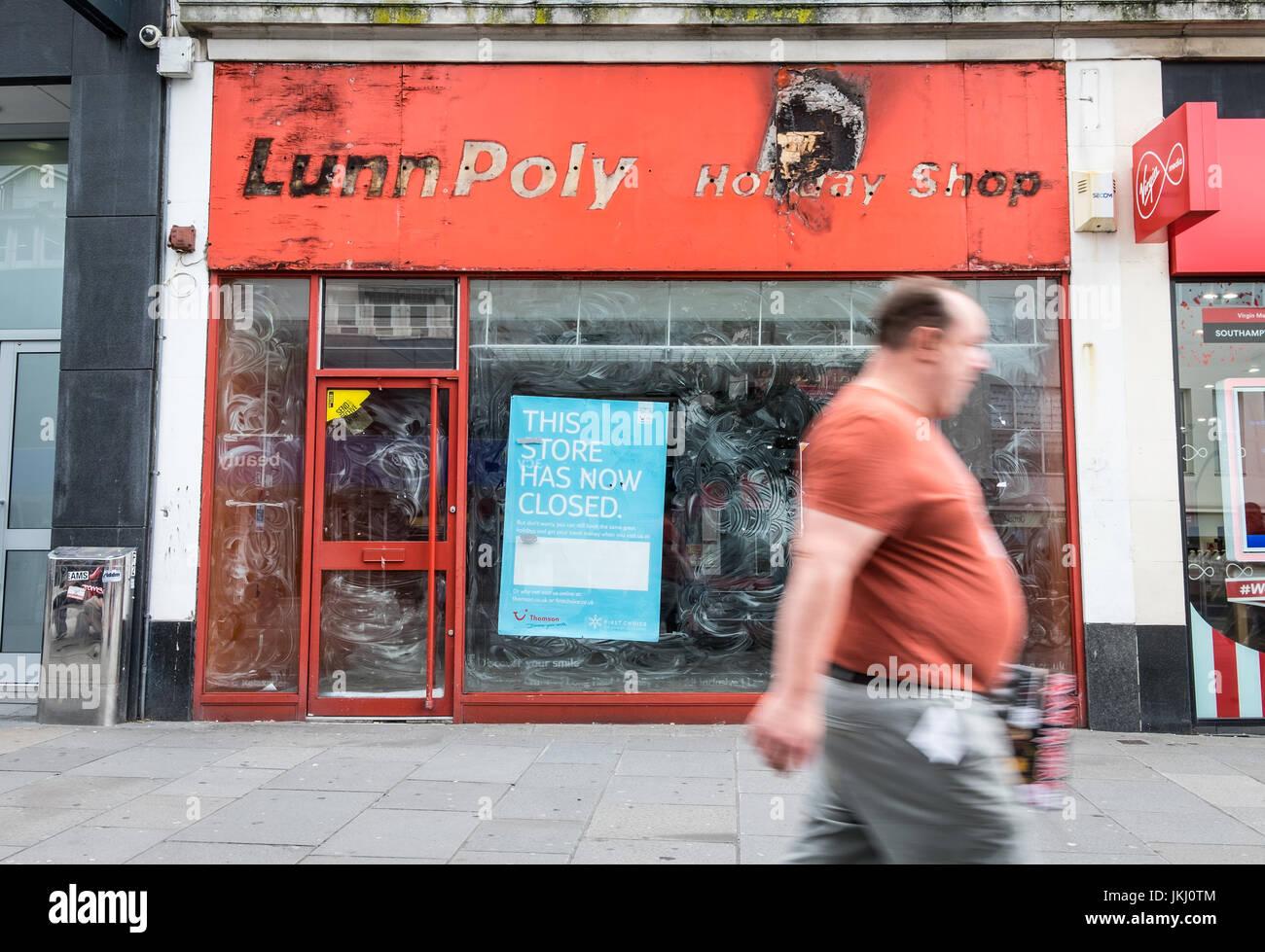 Herunterfahren-Reisebüro-Shop in Southampton High Street Stockbild