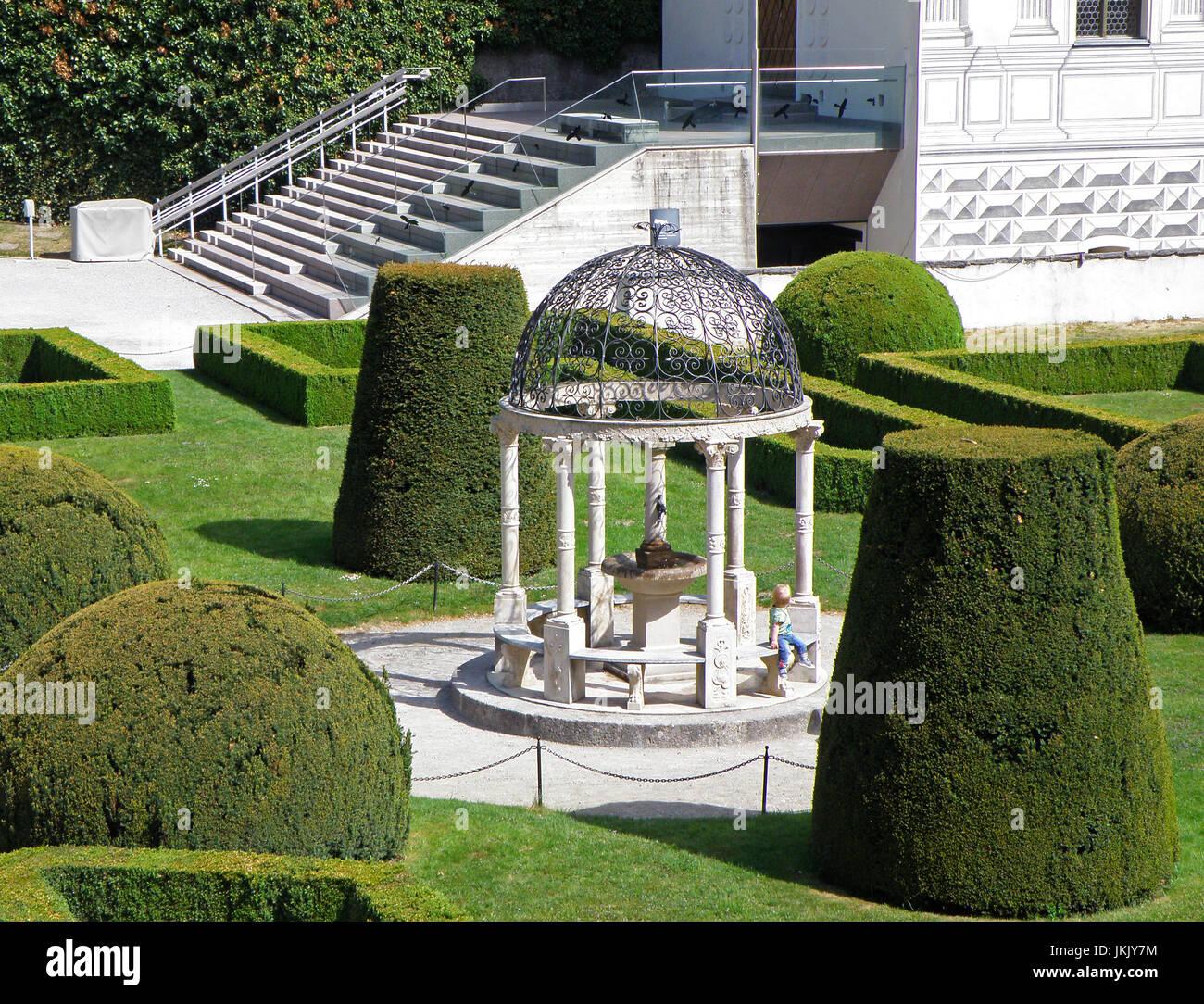 Einen Atemberaubenden Weißen Pavillon Des Englischen Garten Im