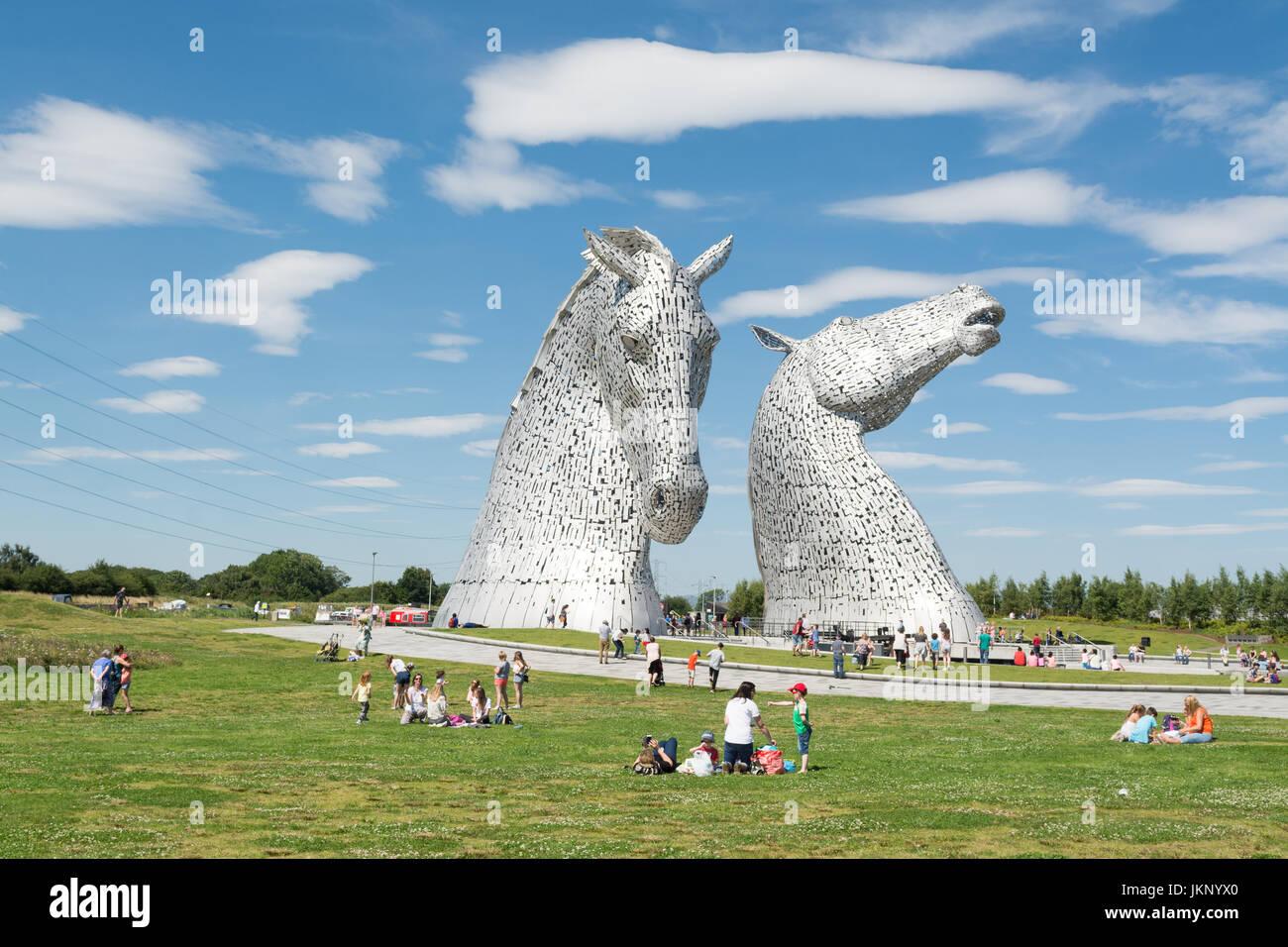 Falkirk, Schottland. 24. Juli 2017. UK Wetter - ein heißer sonniger Tag für Besucher im Helix Park - Haus Stockbild
