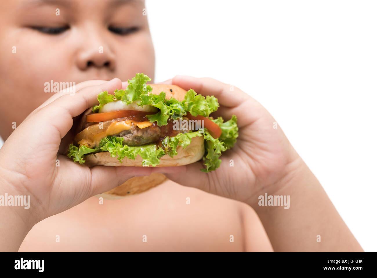 Schweinefleisch-Hamburger auf übergewichtige Dicke Hand Hintergrund isoliert auf weiß, ungesunde Lebensmittel, Stockbild