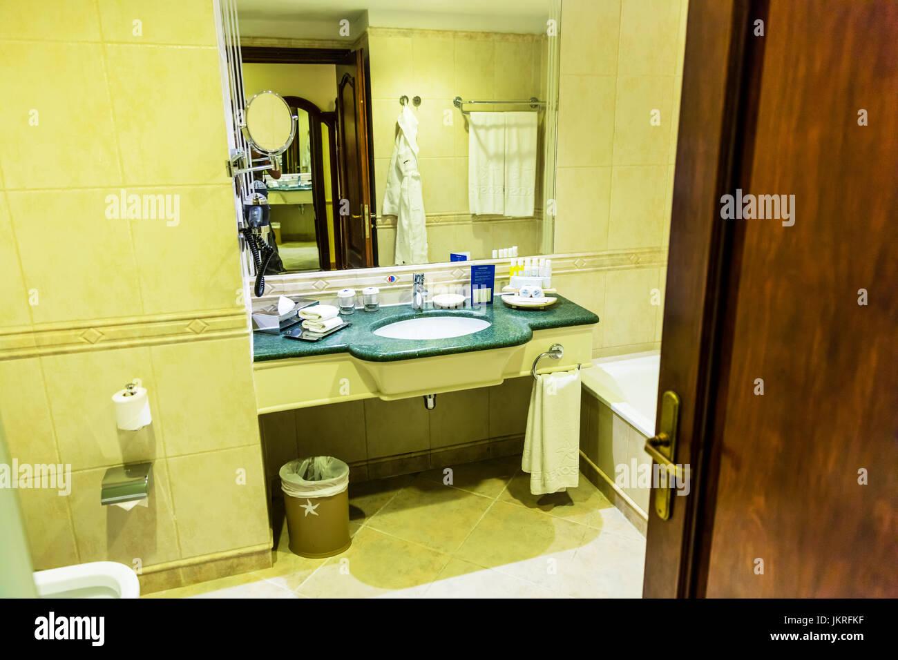 Hotel Bad, Bad, Waschbecken, Badezimmerspiegel, Badezimmer ...