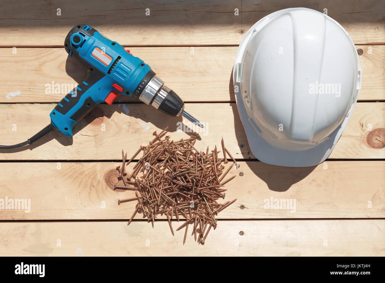 Fußboden Terrasse ~ Werkzeuge für den bau einer hölzernen fußboden oder terrasse