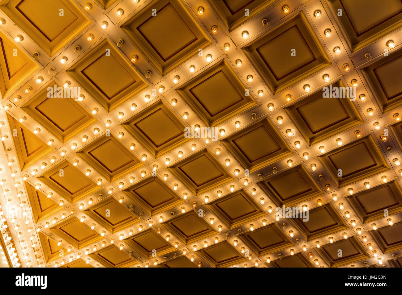 Festzelt Lichter am Broadway Theater Art-Deco-Decke Stockfoto, Bild ...