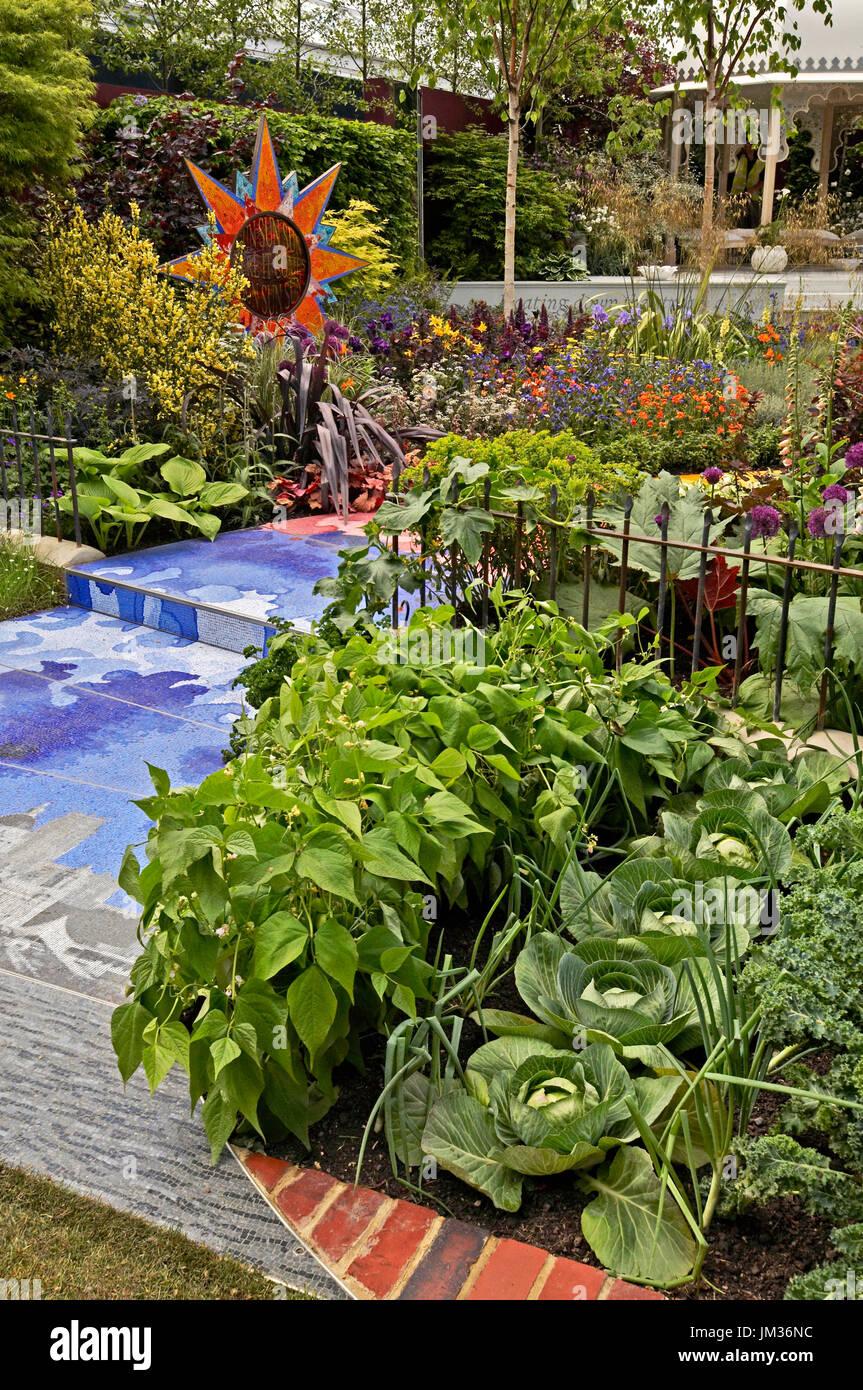 Eine Moderne Garten Mit Bunten Blumen Und Gemuse Stockfoto
