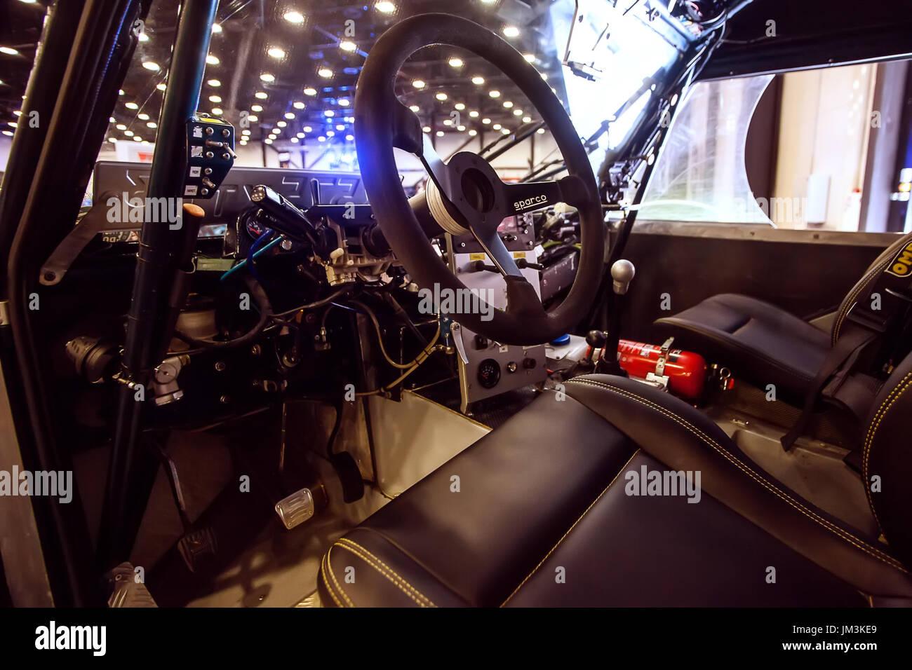 Sankt-PETERSBURG, Russland-JULE 23, 2017: Armaturenbrett von 4wd Buggy Offroad extreme Auto auf Royal Auto Show. Nahaufnahme von Innenraum und Lenkung w Stockbild
