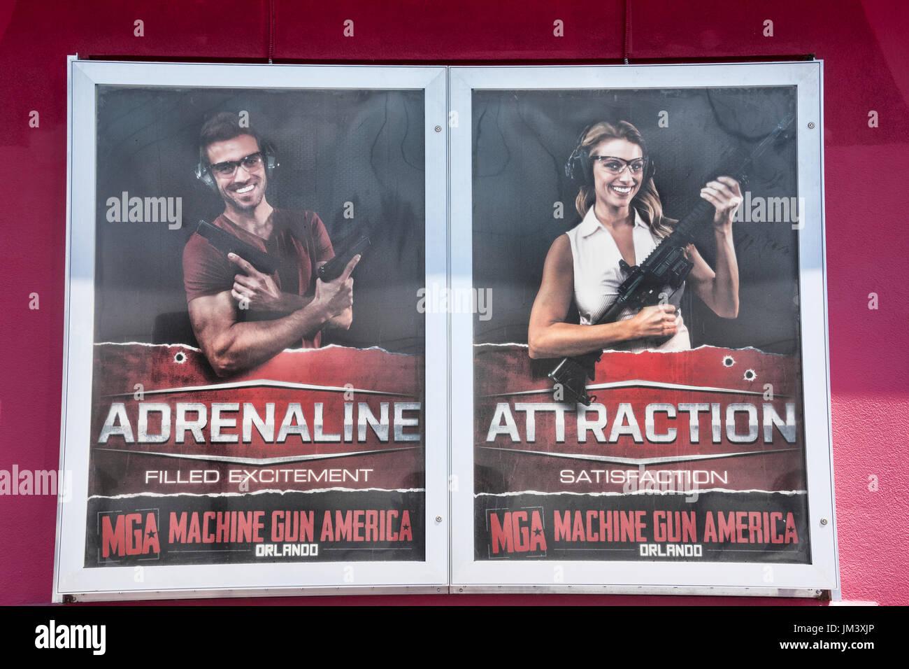Erleben Sie außerhalb der MGA Orlando Maschinengewehr Attraktion in Kissimmee. Stockbild