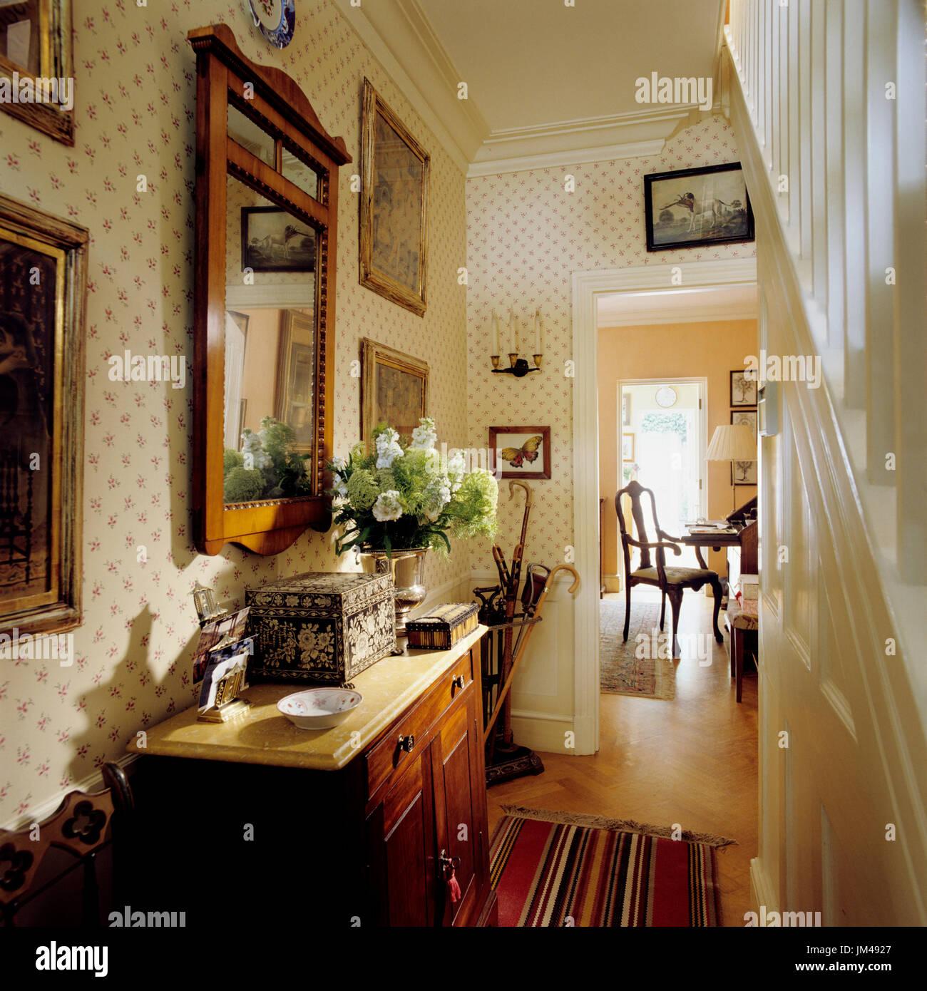 hallway home mirror stockfotos hallway home mirror bilder alamy. Black Bedroom Furniture Sets. Home Design Ideas
