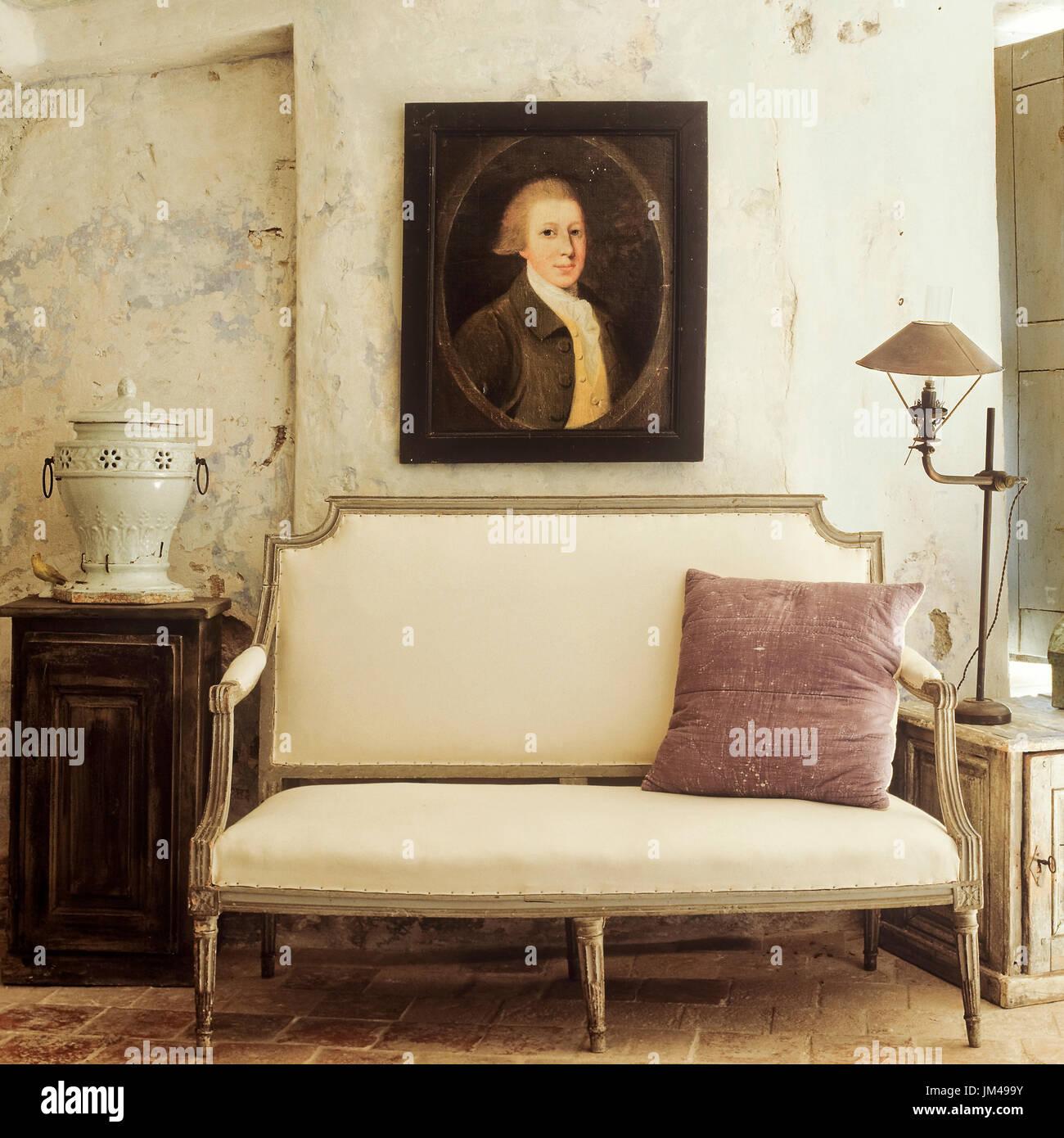 Mediterranen Stil Wohnzimmer Mit Vintage Mobeln Stockfoto Bild