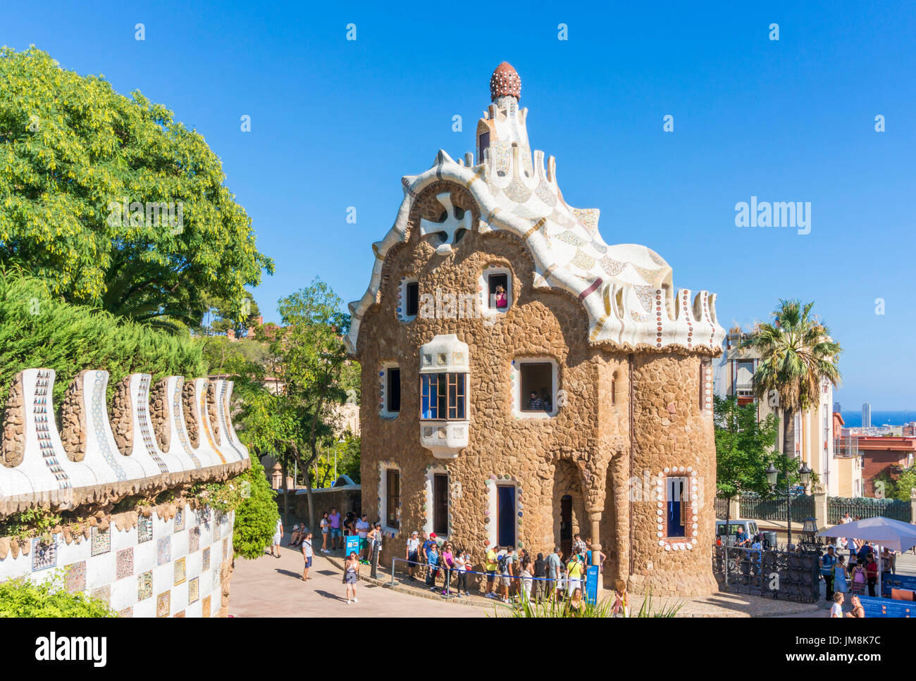 Barcelona-Catalunya Park Güell Barcelona Parc Güell Barcelona Eingang Träger lodge Casa del Guarda Touristen Barcelona Spanien Eu Europa Katalonien Stockbild