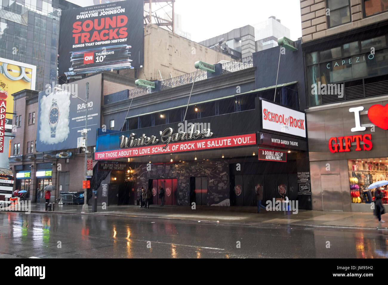 Winter Garden Theater Und Schule Der Rock Im Regen New York City Usa
