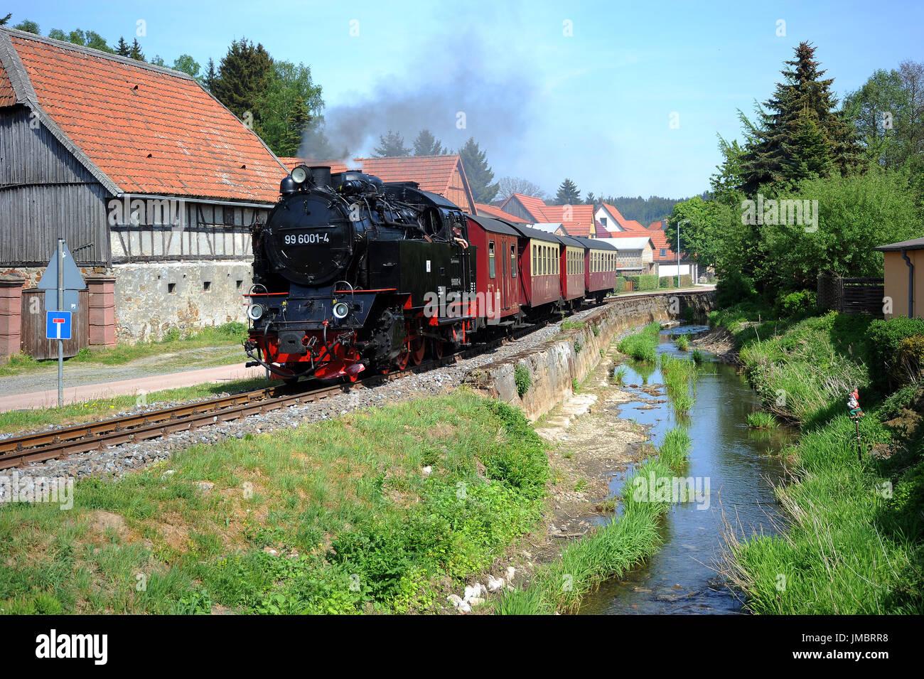 99 6001 4 Mit Dem 1357 Zug Von Gernrode Nach Hasselfelde Luft Zwischen Der K2353 Strasse Und Fluss Selke Am Strassberg