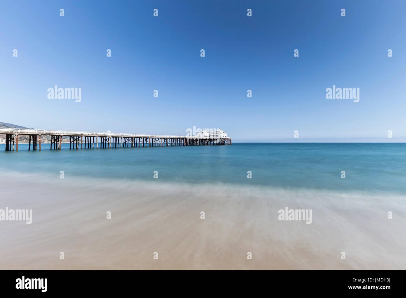 Malibu Pier mit Motion blur Wasser in der Nähe von Los Angeles in Südkalifornien. Stockbild