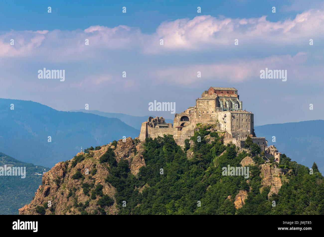 Blick auf das Kloster genannt Sacra di San Michele, Symbol ...