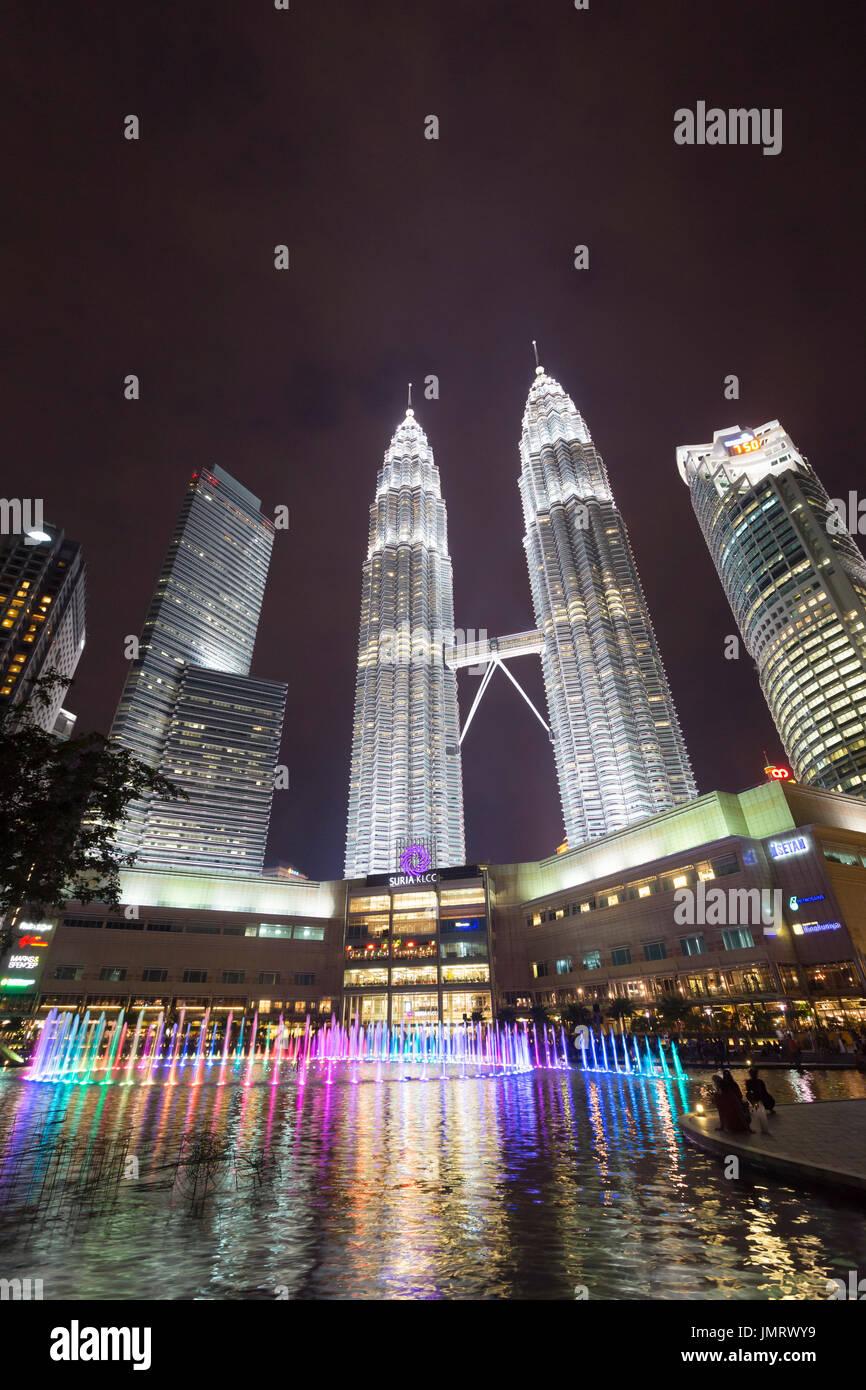 KLCC See Symphonie Brunnen zeigen, Kuala Lumpur, Malaysia Stockbild
