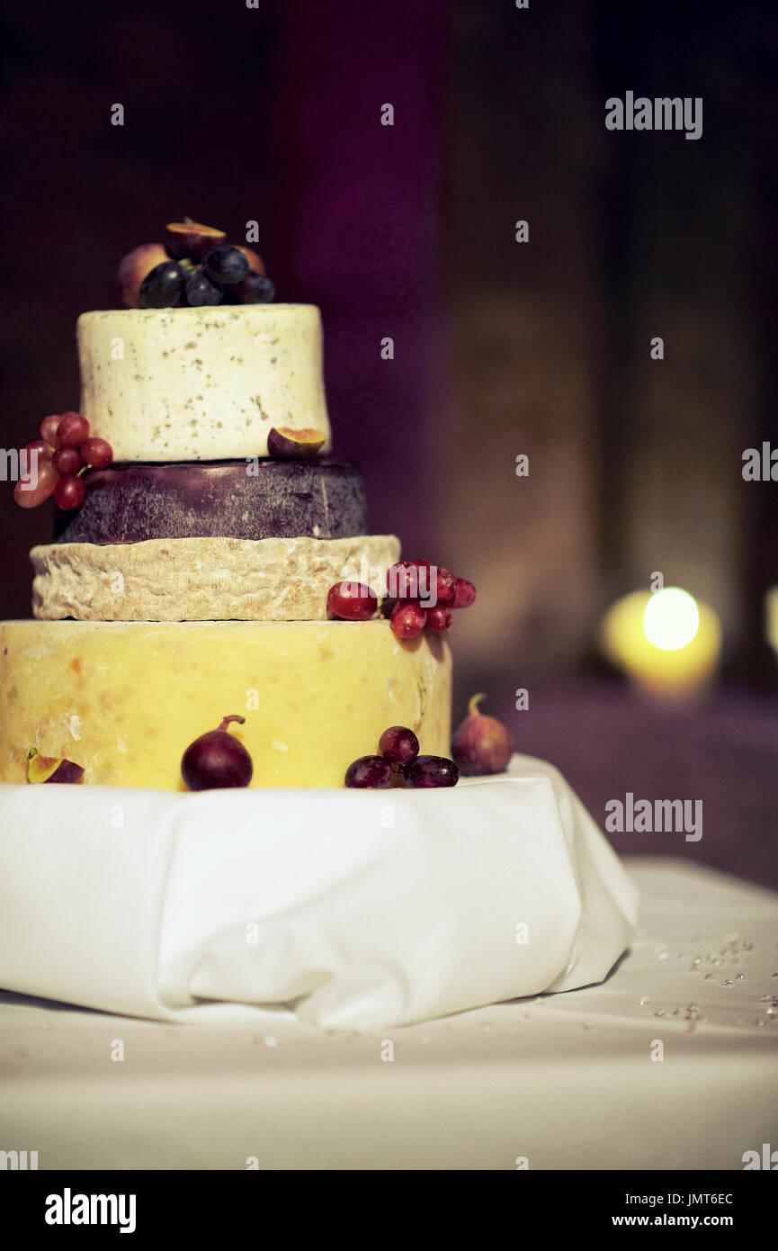 Hochzeitstorte Aus Verschiedenen Kasesorten Stockfoto Bild