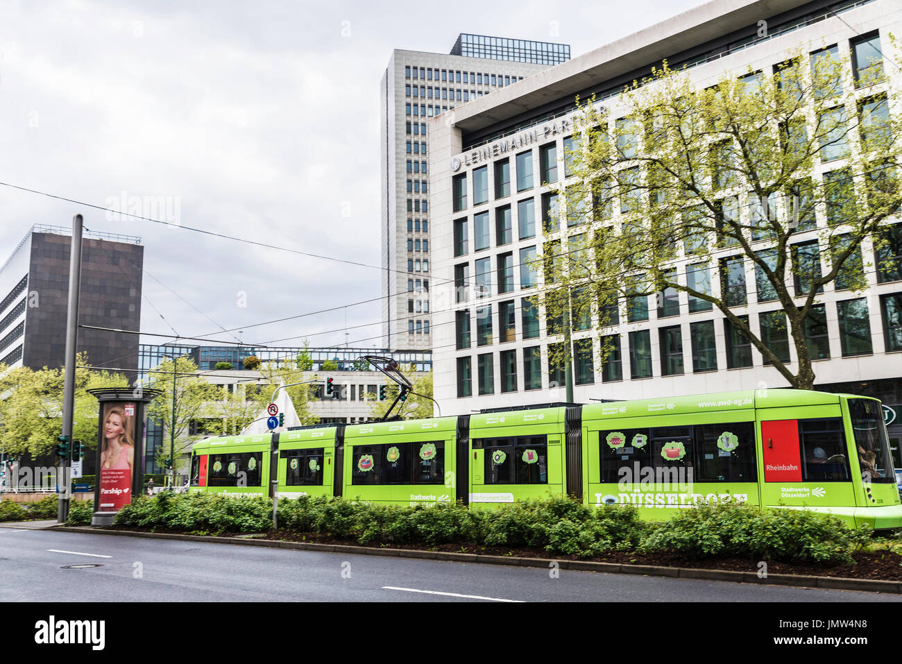 Duesseldorf germany tram stockfotos duesseldorf germany tram bilder alamy - Architekten in dusseldorf ...