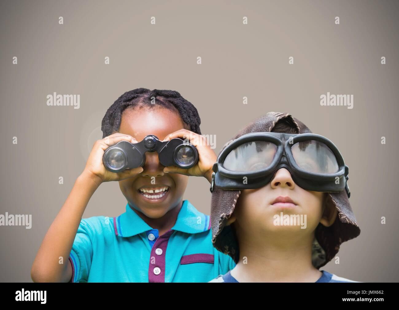 Digital composite kinder halten ferngläser mit leeren braunen