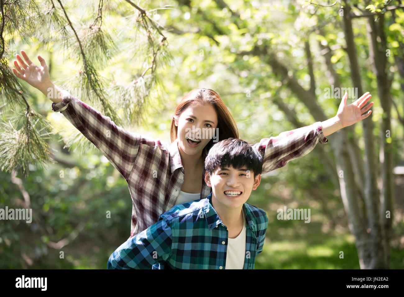 Glückliches junges Paar Stockbild