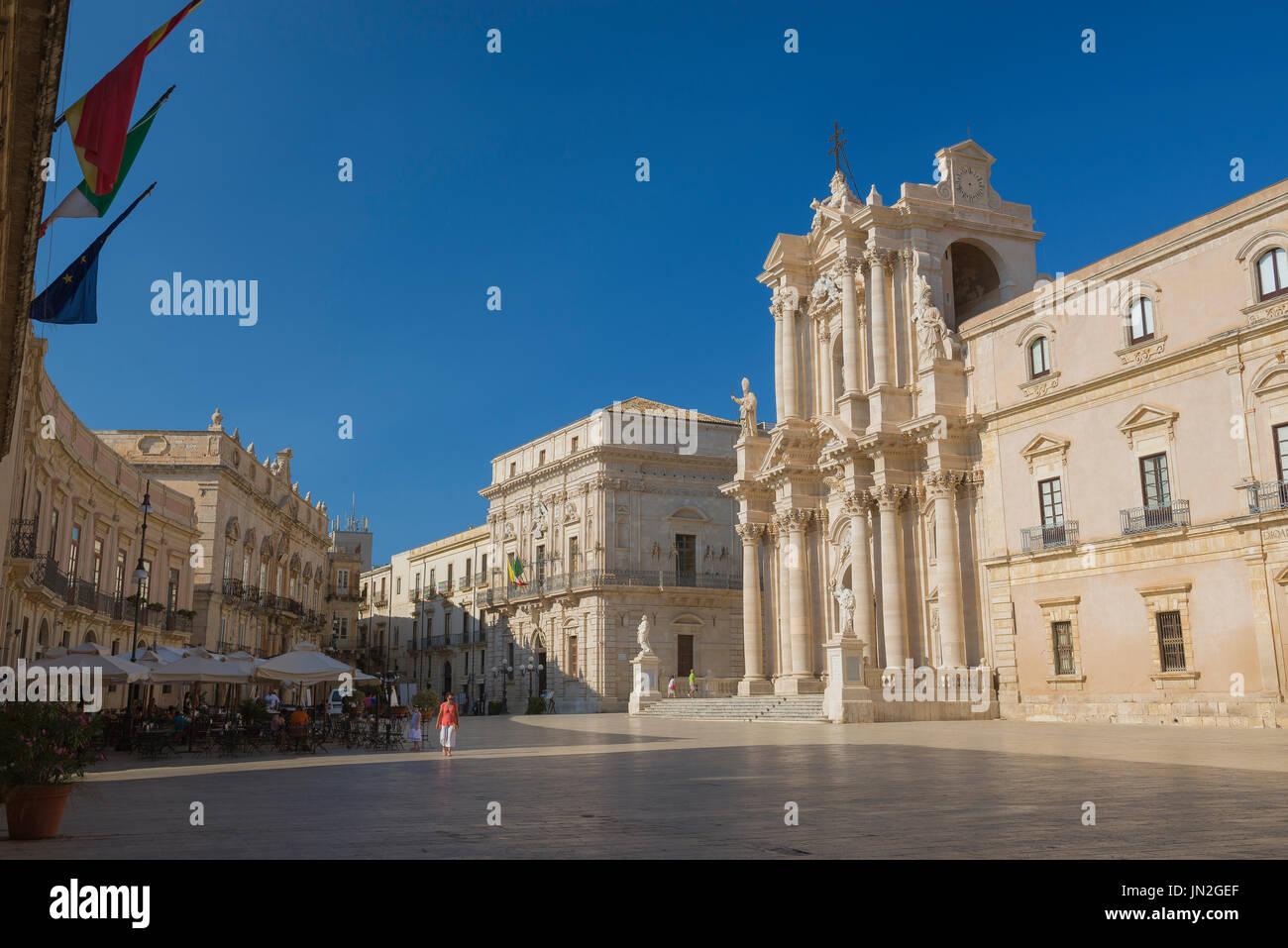Sizilien-Barock-Architektur, die barocke Kathedrale und umliegenden Gebäude an der Piazza del Duomo auf der Insel Ortygia, Syrakus, Sizilien. Stockbild