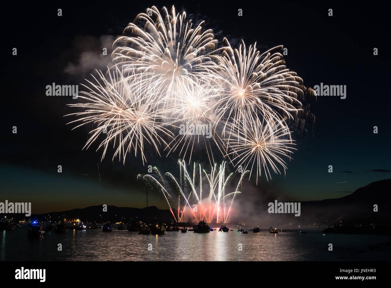 """Vancouver, Kanada. 29. Juli 2017. Feuerwerk, vorbereitet durch das Land von Japan für BCs größte live-Event namens """"Honda Celebration of Light"""". English Bay, Vancouver, BC. Bildnachweis: Lukasz Lawreszuk/Alamy Live-Nachrichten Stockbild"""