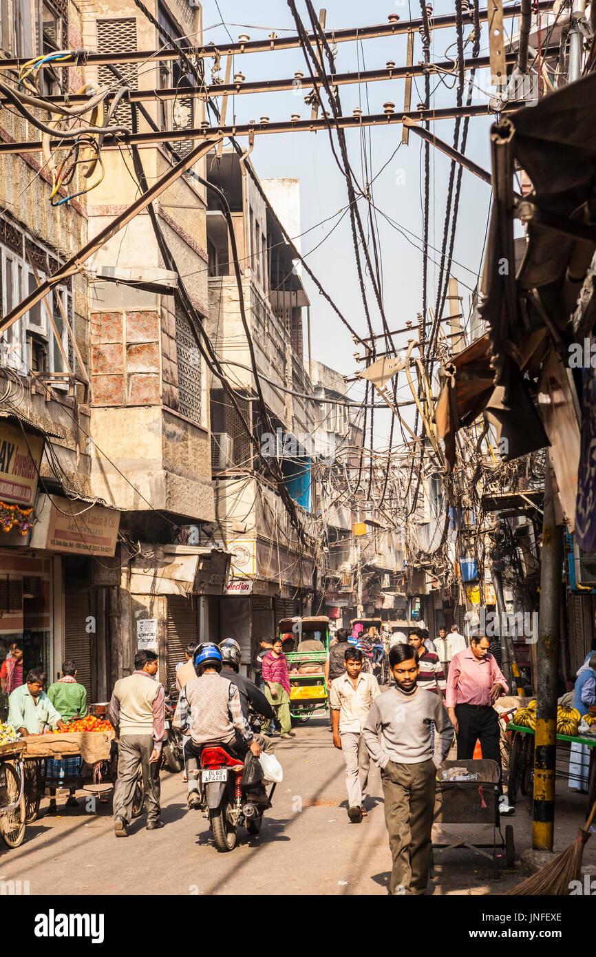 A Straßenszene in Chandni Chowk, eines der ältesten und am meisten besuchten Märkte in Delhi, Indien. Stockbild