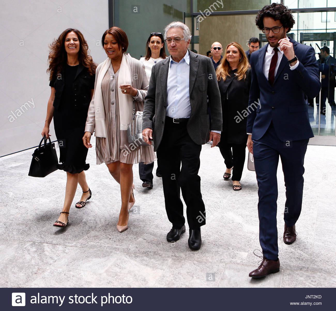 Robert De Niro, Grace Hightower und Roberta Armani. Robert De Niro ...