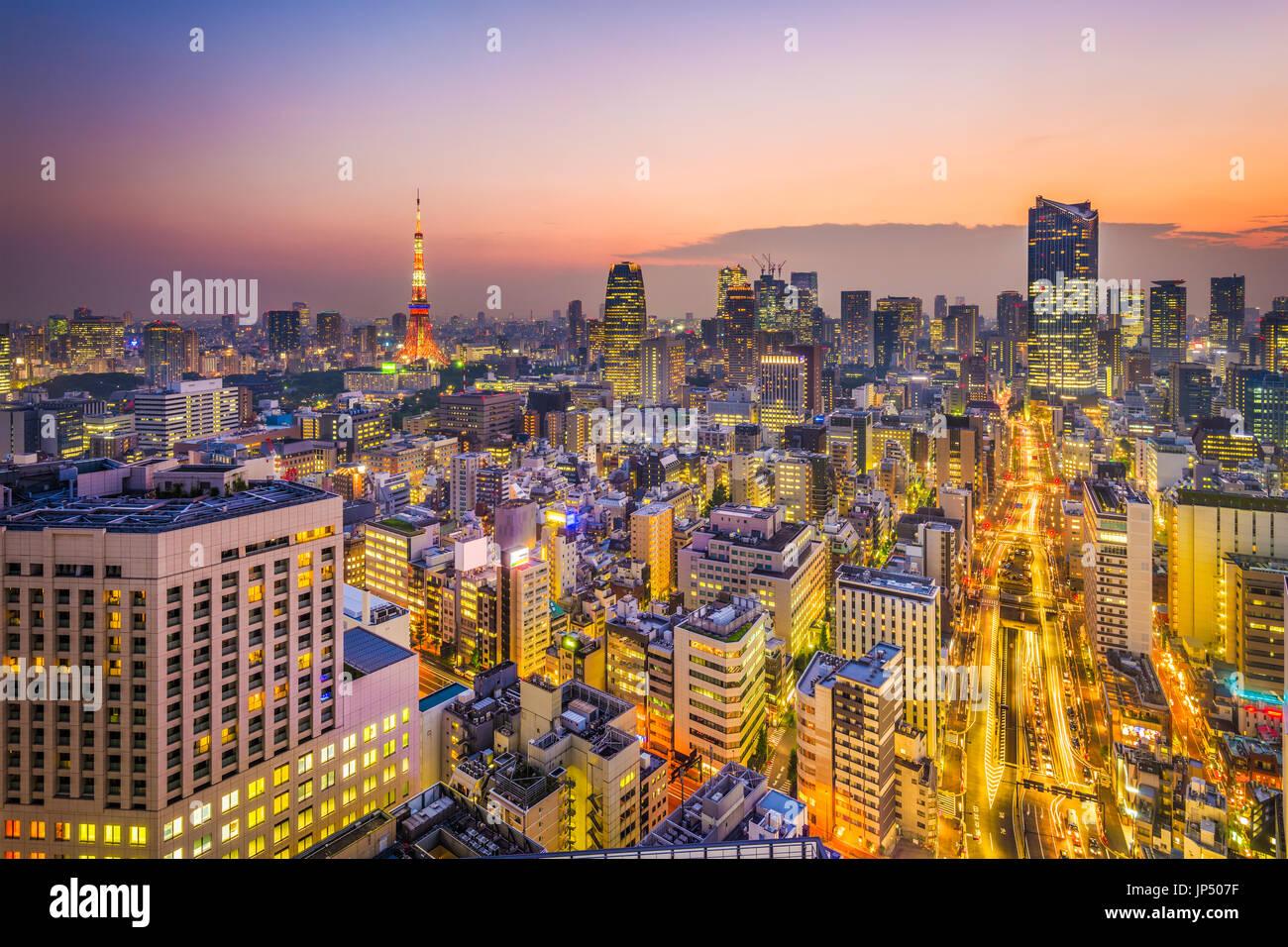 Tokyo, Japan-Skyline in der Abenddämmerung. Stockbild