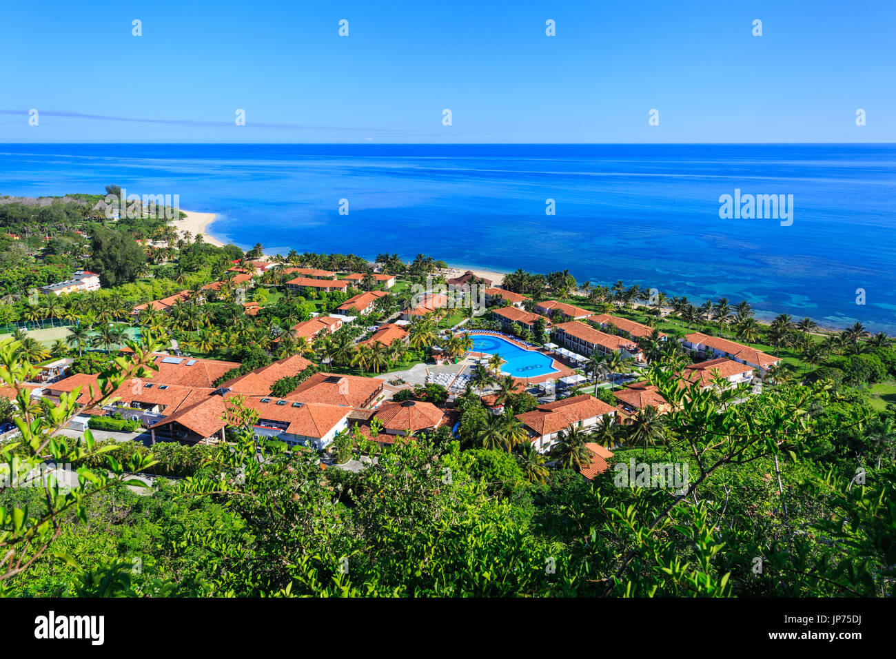 Memories Jibacoa Hotel mit Pool und Strand von oben, Kuba Stockbild