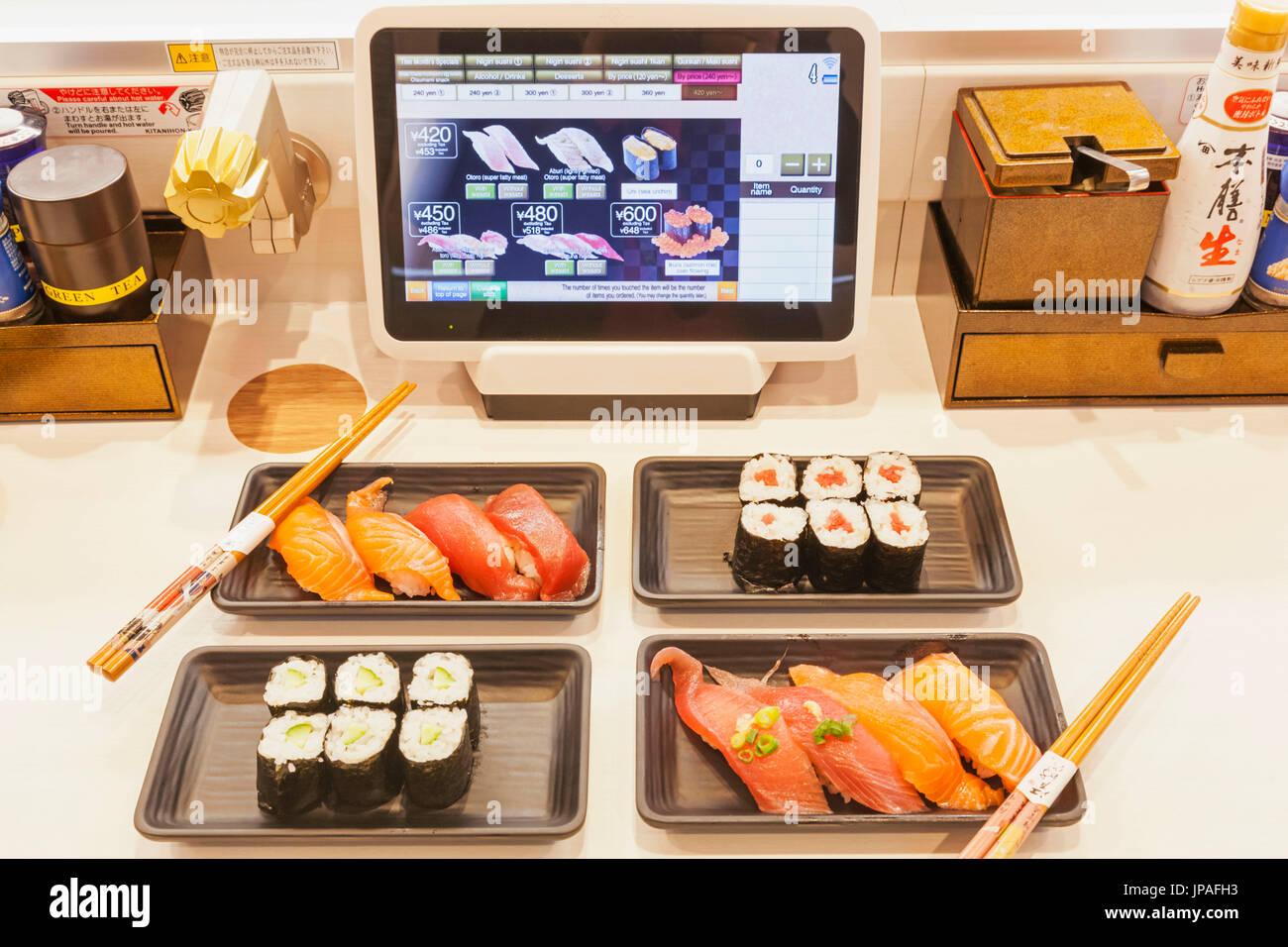 Honshu, Japan, Tokyo, Sushi Restaurant, Touch Screen Förderband Bestellsystem Stockfoto