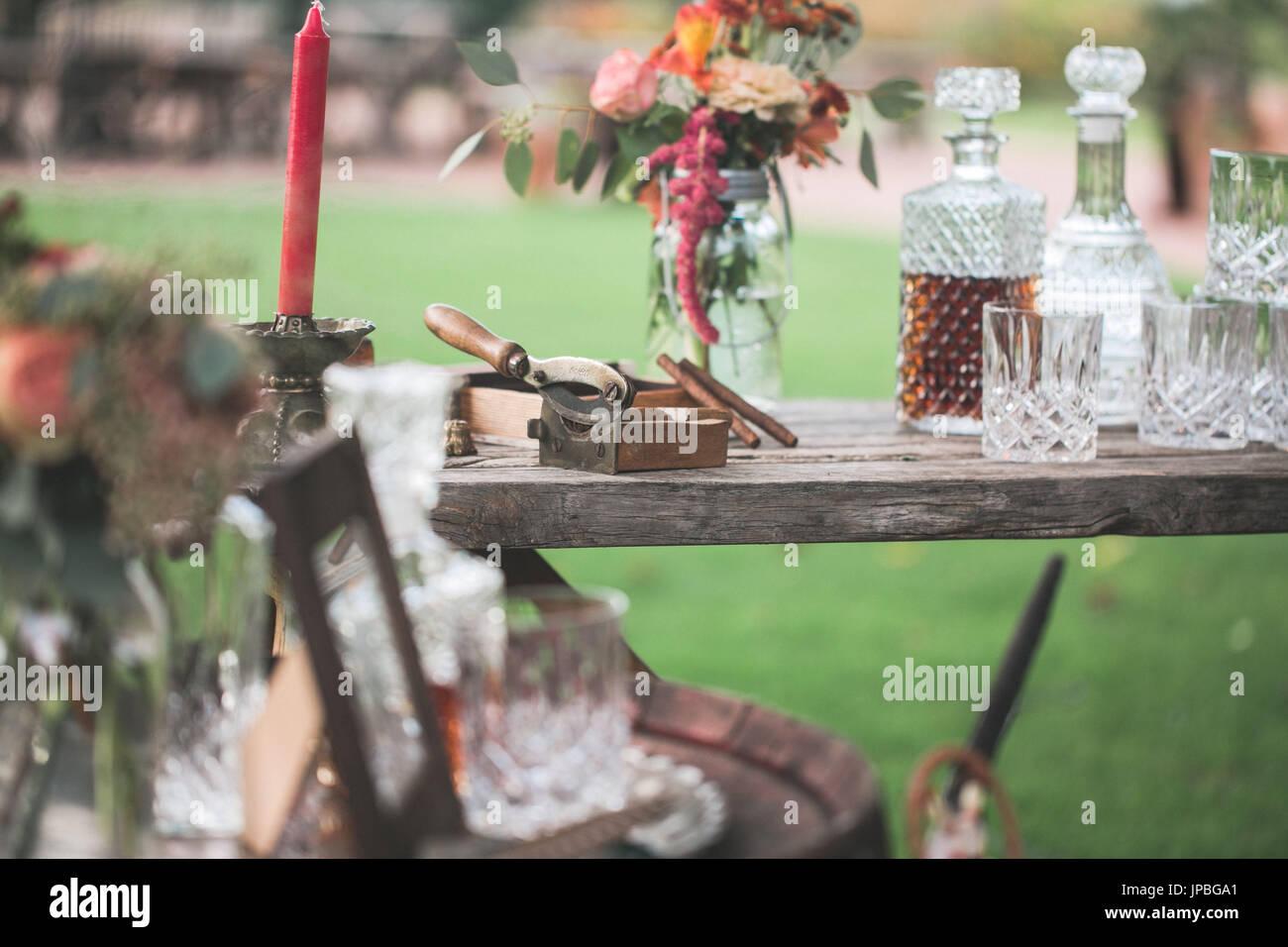 Gartentisch bei alternativen Feier Stockbild
