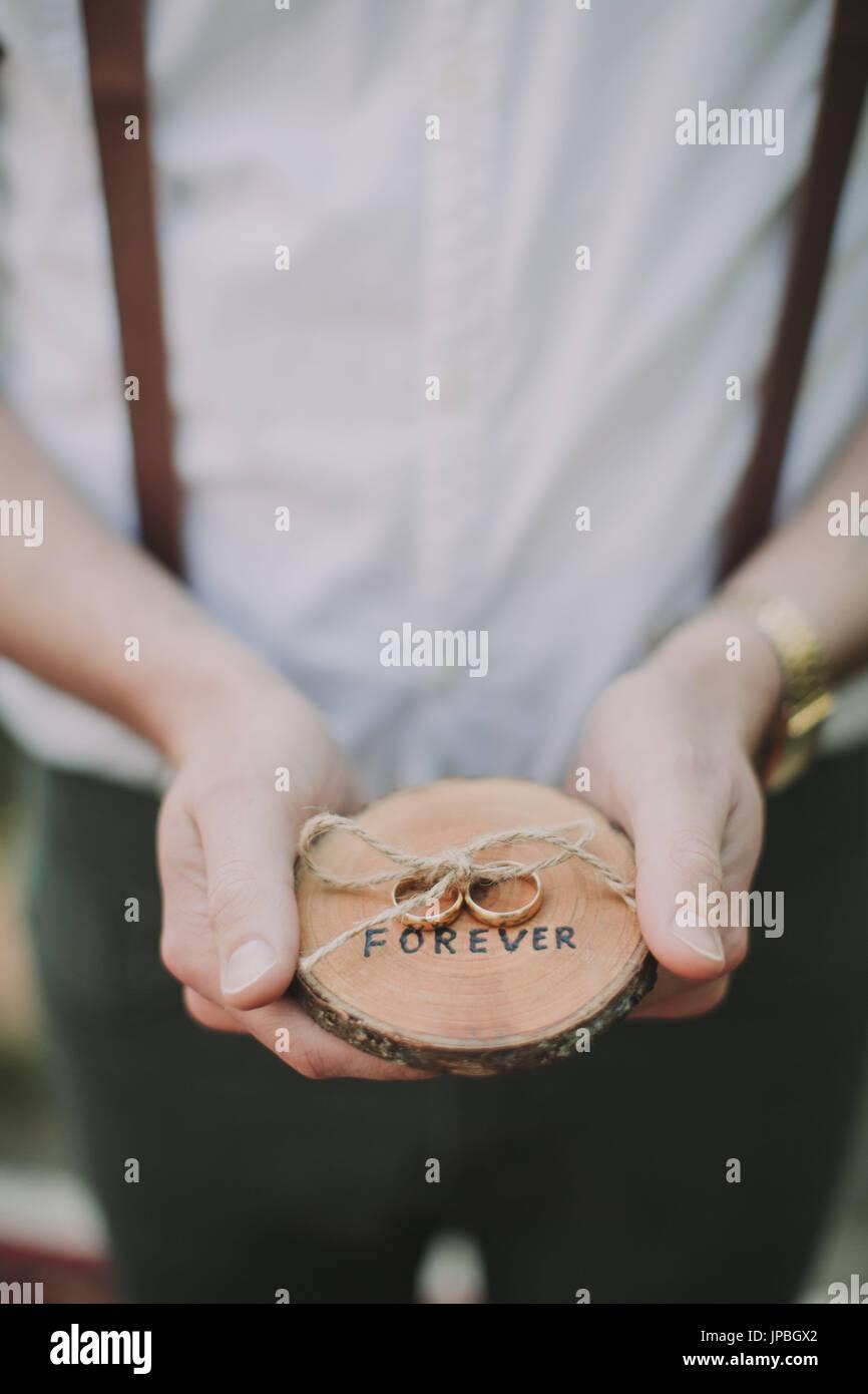 Alternative Hochzeit, Zeuge, Hochzeit Ringe Stockbild