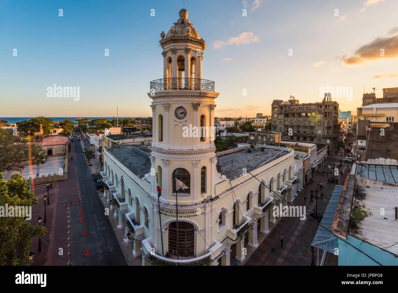 Zona Colonial (Ciudad Colonial), Santo Domingo, Dominikanische Republik. Die kolonialen Architekturen des Palacio Consistorial. Stockbild