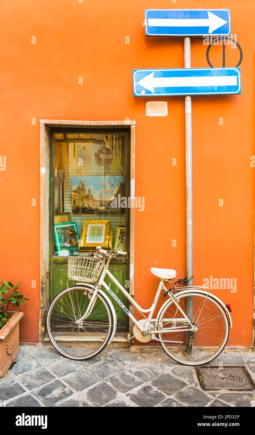 Bicycle Shop Display Stockfotos & Bicycle Shop Display Bilder - Alamy