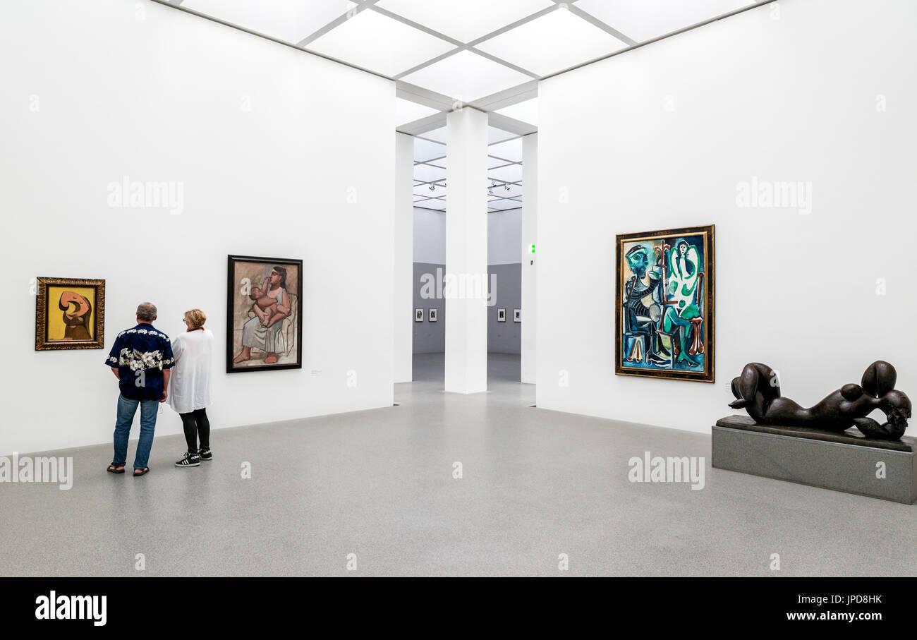 Innenraum der Pinakothek der Moderne Kunstgalerie, München, Bayern, Deutschland Stockbild