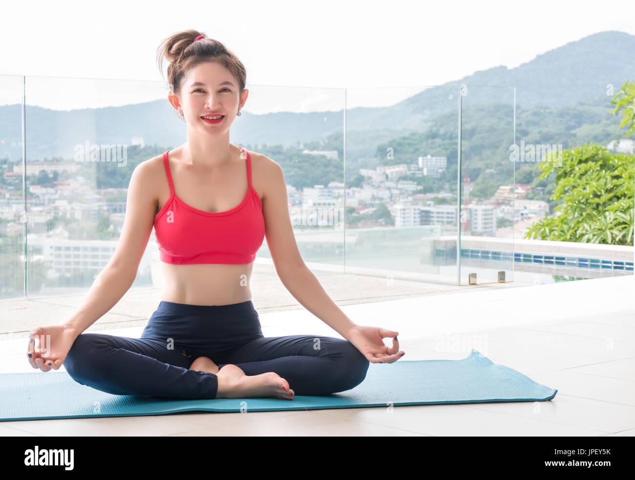 gesunde schöne frauen kleidung Übung spielen yoga